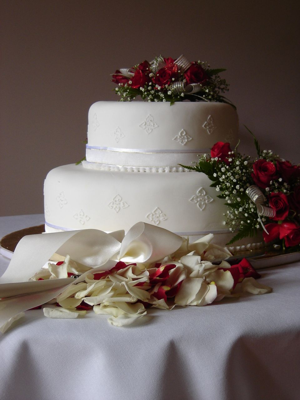 2 tier wedding cake red and white flowers. Wedding venue