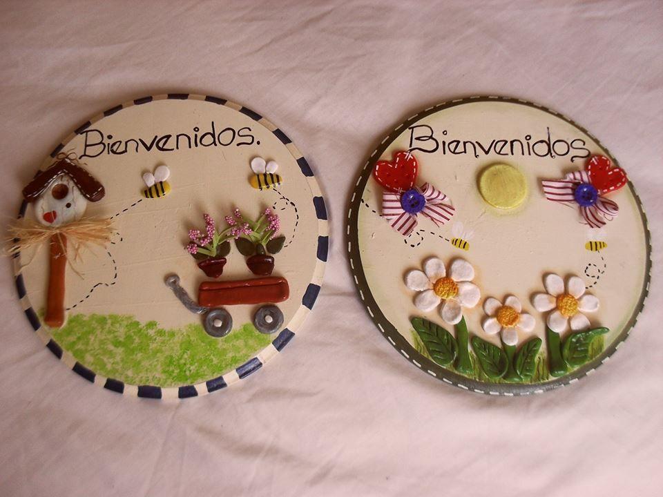 Avisos de Bienvenidas, que hice utilizando los materiales: madera pintura porcelana fría. Quedan hermosos en la entrada de nuestros hogares, yo también tengo el mío.  :)