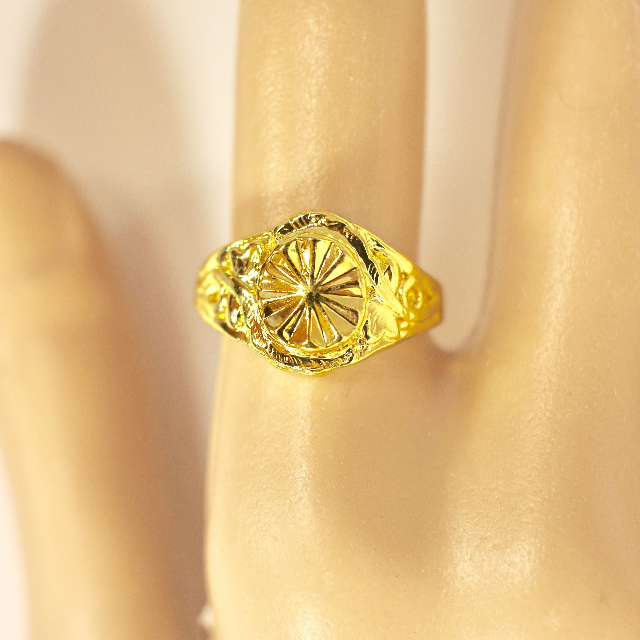 victorian setting h in diamond emerald rings vintage gold halo engagement yellow cut g sphere vs ada ring round