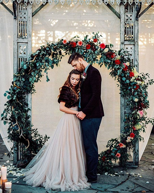 HELLO GORGEOUS! Capturing the feeling of chilly winter days with moody + rich colors of scarlet, navy and gold... We're pretty darn in love with this rustic winter elopement inspiration #onGWS {link in bio!} ✨ photog: @jessicamannsphotography | venue: @terrain_weddings | design + planning: @clovereventco | florals: @belovely_design | dress: @bhldn | ring: @lpriorijewelry | HMU: @truebeautymarks | groom's ring: @lpriorijewelry | paper goods: @momental | cake: @sweetelizabeths | rentals: @...
