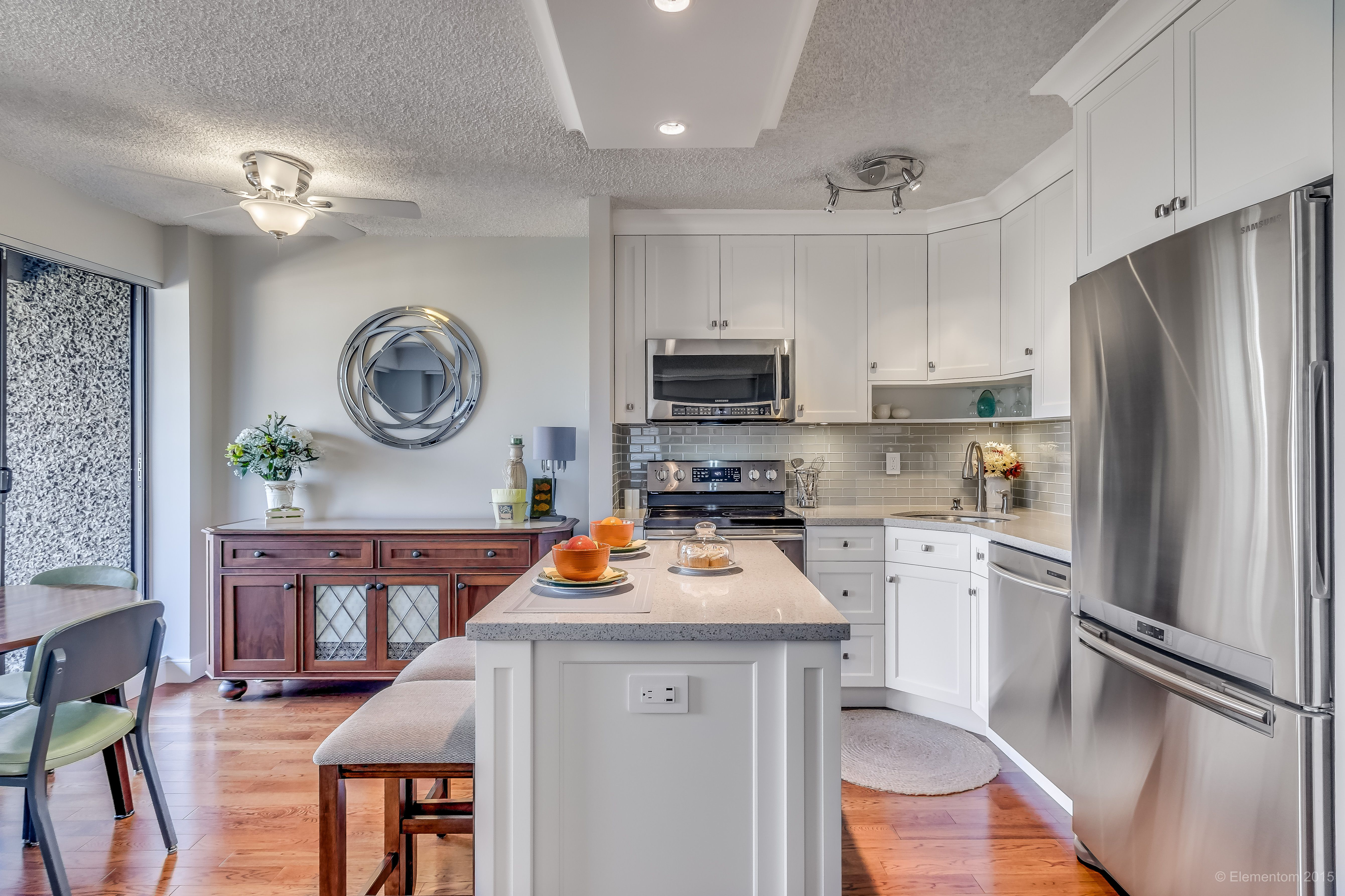 696 Sq Ft 1 Bedroom And Den Corner Condo Westminster Apartments Open Concept Kitchen New Westminster