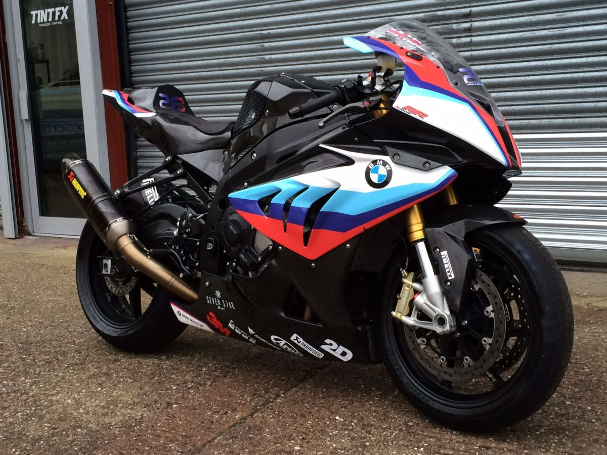 Custom designed wrap with custom designed detailing including race decals number and bennett great britain logo