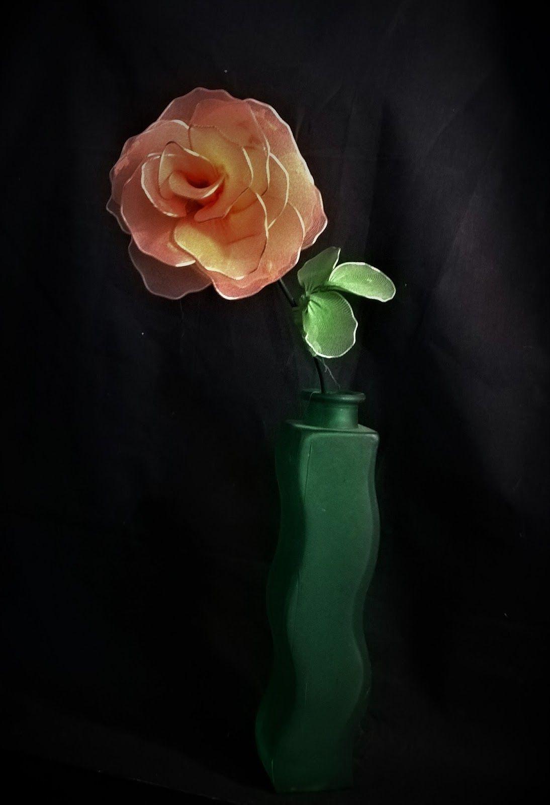 Joanna Wajdenfeld, ozdoby i dekoracje DiY, róża z rajstop, krok po kroku jak zrobić kwiat z drutu i starych rajstop lub pończoch, kwiatki z rajstop, nylonowe kwiaty, róża z nylonu, #rosa of nylon, #nylon flowers,