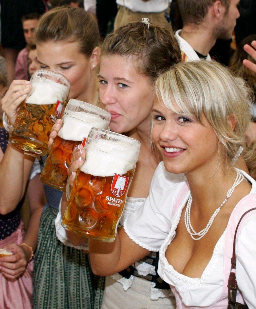 German Beer Girl By Johnnygee On Artform Beer Girl Oktoberfest