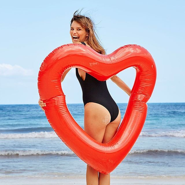 Sure, Taylor Swift has an impressive collection of inflatable swans, but does she have an inflatable heart? No, but we're 99.9% sure she will once she reads this. Don't say we didn't tell ya! So go ah