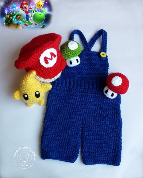 3ddcd16bc416 Todas as peças são confeccionadas em crochê com lã 100% acrílica. Bonecos  (técnica amigurumi) com enchimento de fibra siliconada. Peças: 01 boina  Mario Bros ...