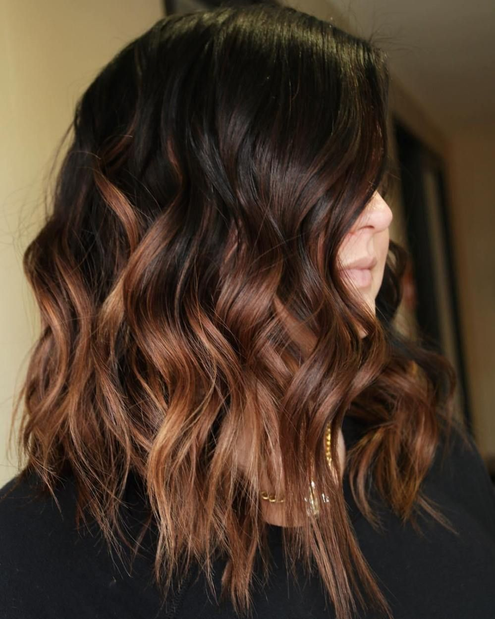 60 Hairstyles Featuring Dark Brown Hair with Highlights ...