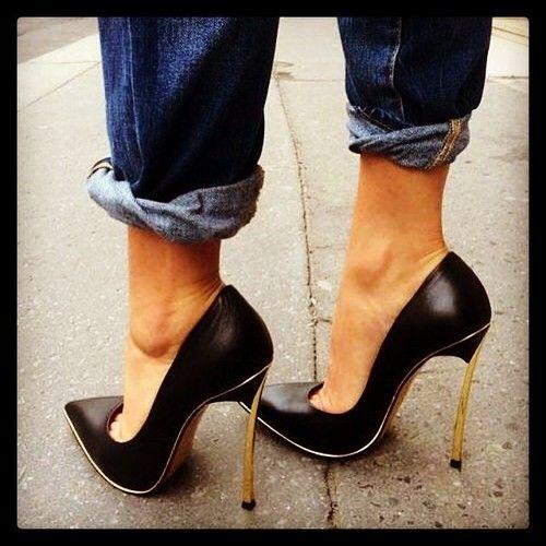 hochgekrempelte jeans zu high heels wirken selbstbewusst und machen lange beine schuhtraum. Black Bedroom Furniture Sets. Home Design Ideas