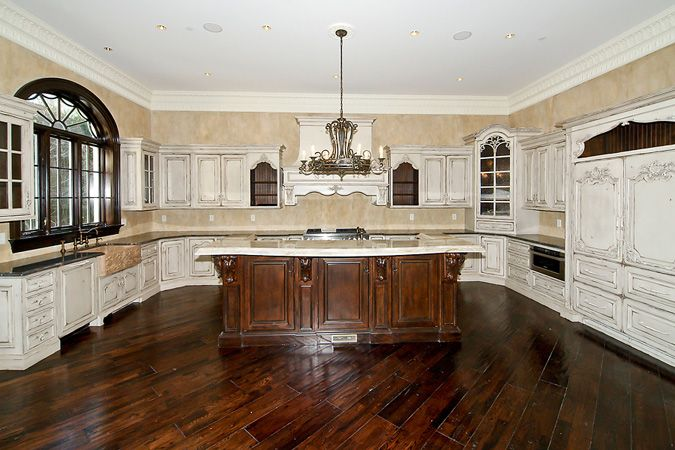 Exterior: Ornate Rustic Kitchen (9411 Newbridge Dr, Potomac
