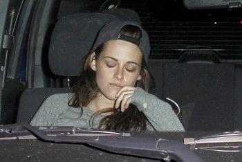 Star Hollywood: Kristen Stewart saindo do Covell Wine Bar com amigos, em Los Feliz (13-01-2014)