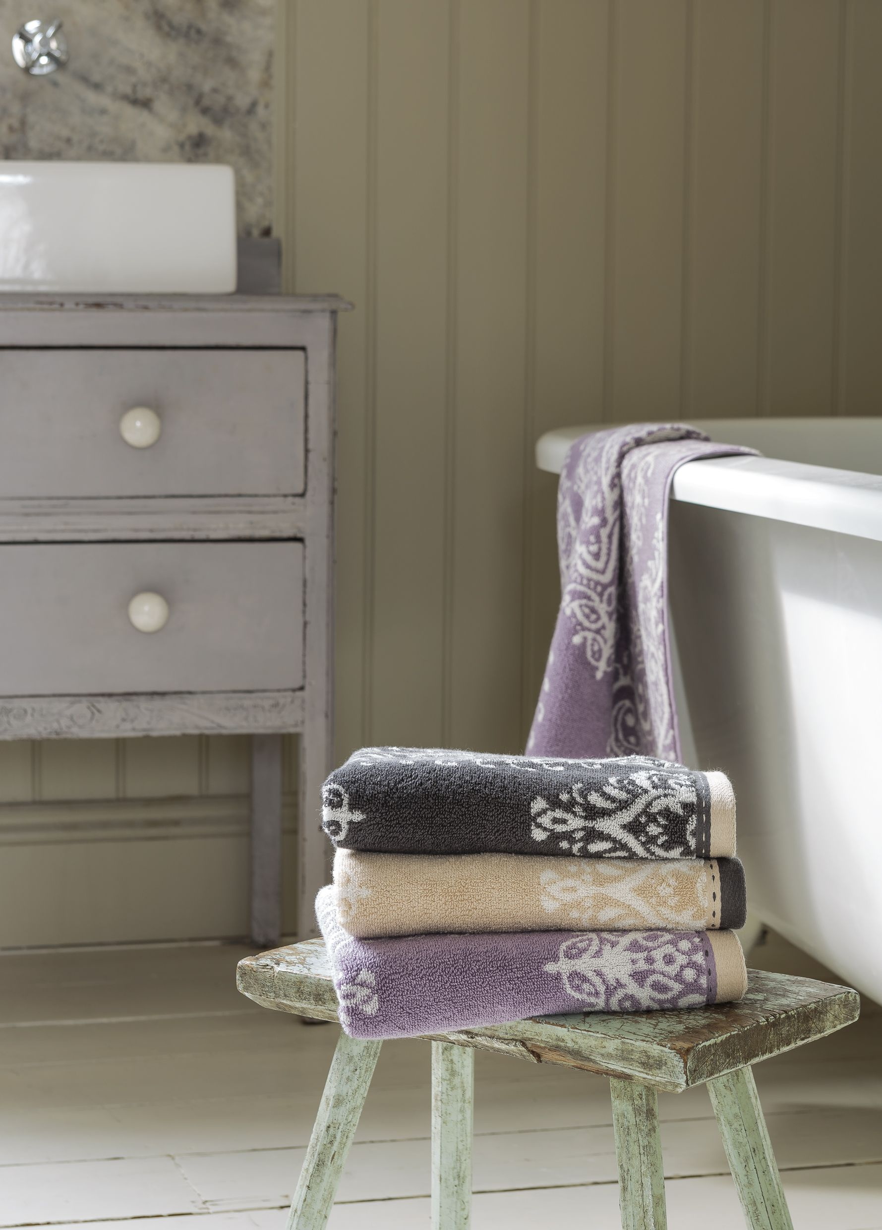 Lavender mauve and dusky purple bathroom inspiration Mauve bathroom