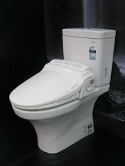 Toto Toilet Bidet System With Heated Seat Auto Lid Noisemaker