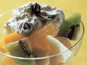 Hedelmäsalaatti ja pashavaahto