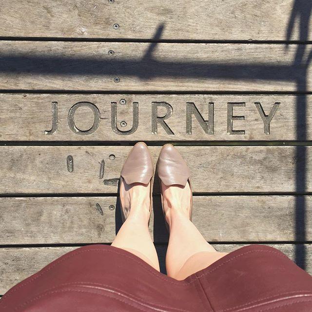 Monday mood 💥 •  •  •  •  •  #journey #mondaymorning #mondaymotivation #monday #motivationmonday #shoes #flatshoes #taupe #leather #skirt #fashion #style #fashionstyle #fashionblog #fashionblogger #styleblog #styleblogger #fashionlover #fashionlove #wood #thatsdarling #legs #inspiration #instatravel #burgundy #travelbug #explore #find