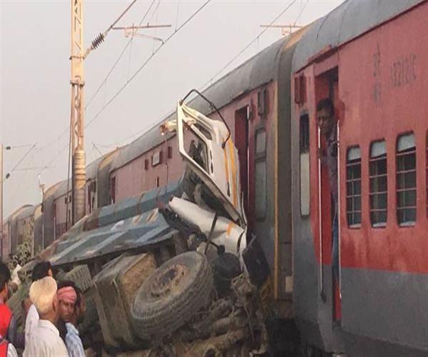Photo of UP में 5 दिन में दूसरा रेल हादसा : डंपर से टकराई कैफियत एक्सप्रेस, 10 डिब्बे पटरी से उतरे, 80 घायल