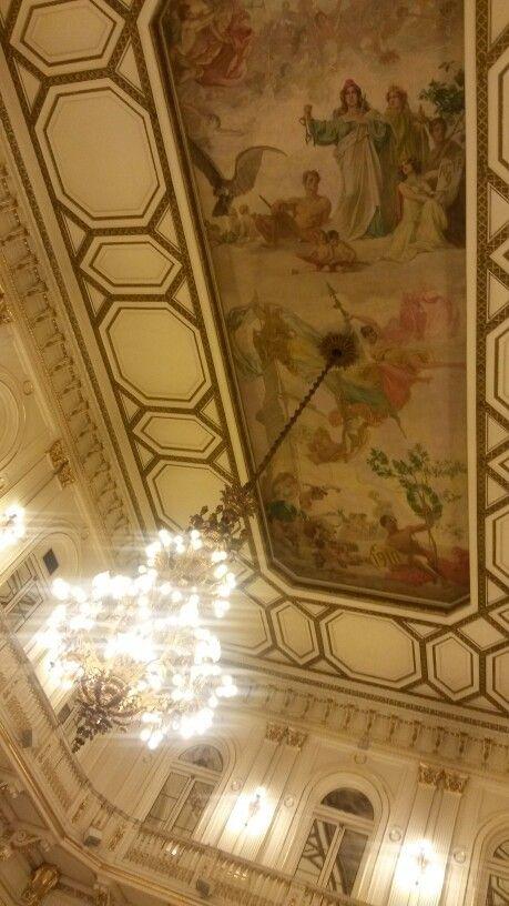 Cielo raso y araña de Salon Blanco de la Casa Rosada