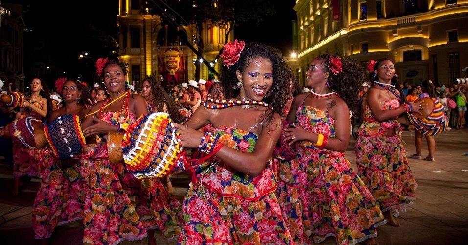 Apresentações de Carnaval no Marco Zero de Recife - Fotos - UOL Carnaval 2013