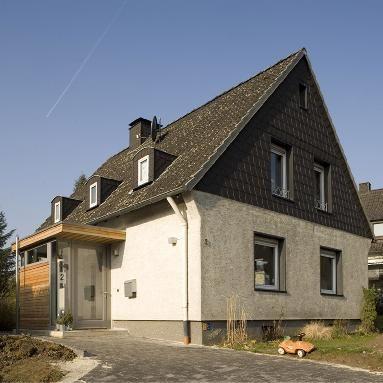 wohnhaus mit anbau haus pinterest anbau wohnhaus und hauseingang. Black Bedroom Furniture Sets. Home Design Ideas