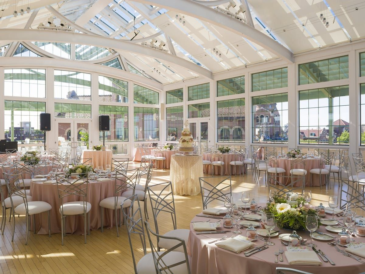 Illinois Wedding Venues On A Budget Affordable Chicago Wedding In 2020 Chicago Wedding Venues Loyola University Chicago Chicago Wedding