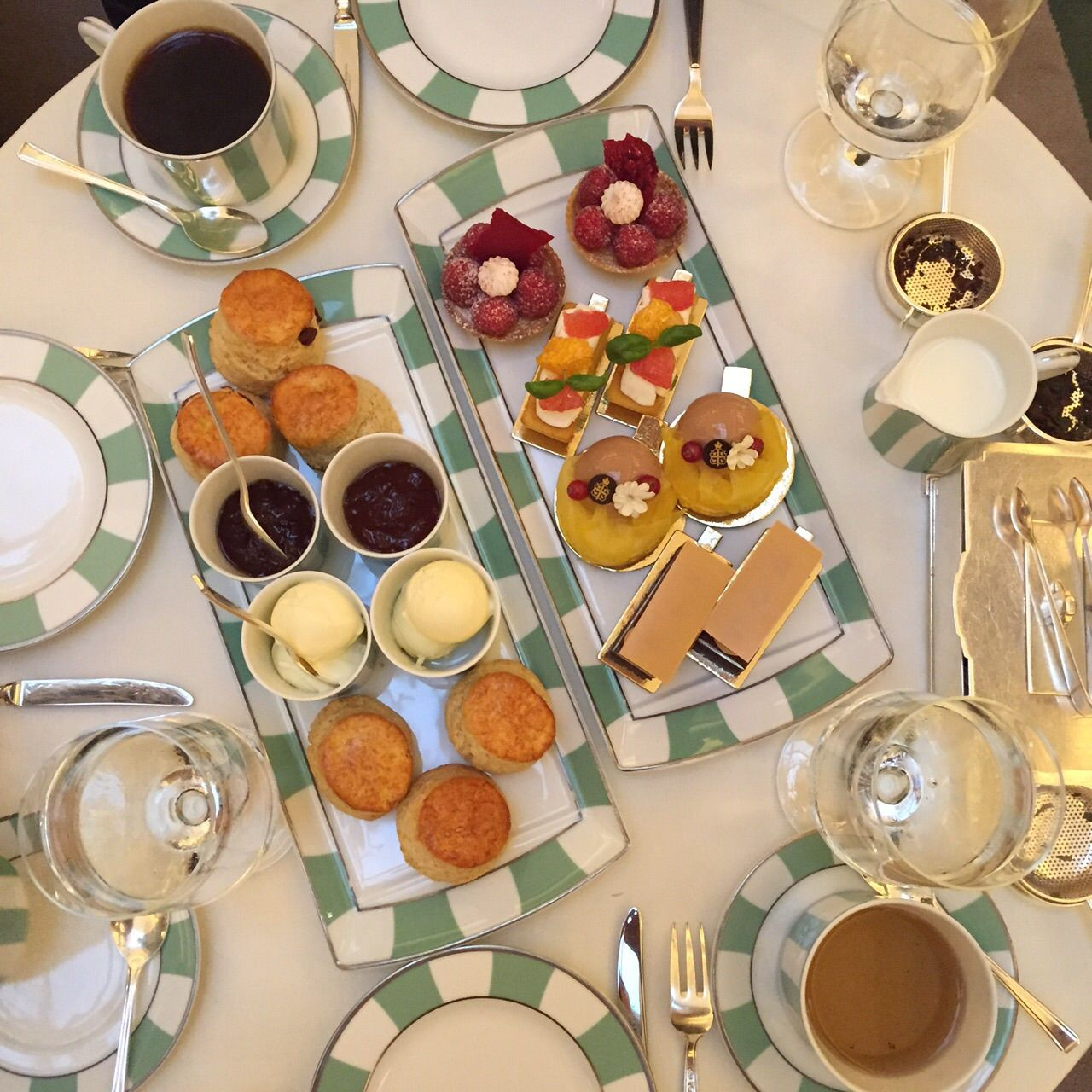 Posted on Cityloque AFTERNOON TEA Treat yourself with one of London's best afternoon teas at the Claridge's