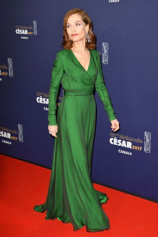 César 2017   le sacre d Isabelle Huppert   hit fashion girls ... 221fb595958