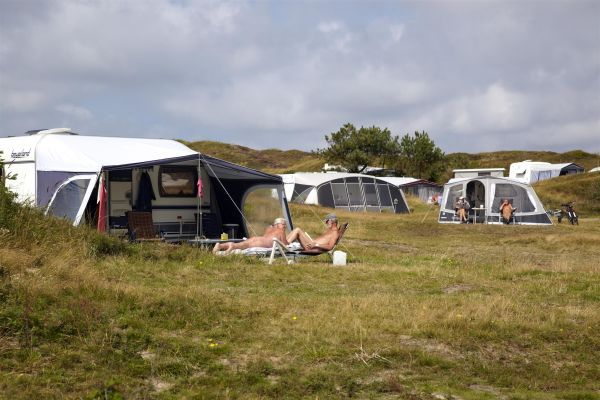 Photo of Camper place with electricity This place (> 25 m2) on the naturist site is extra …