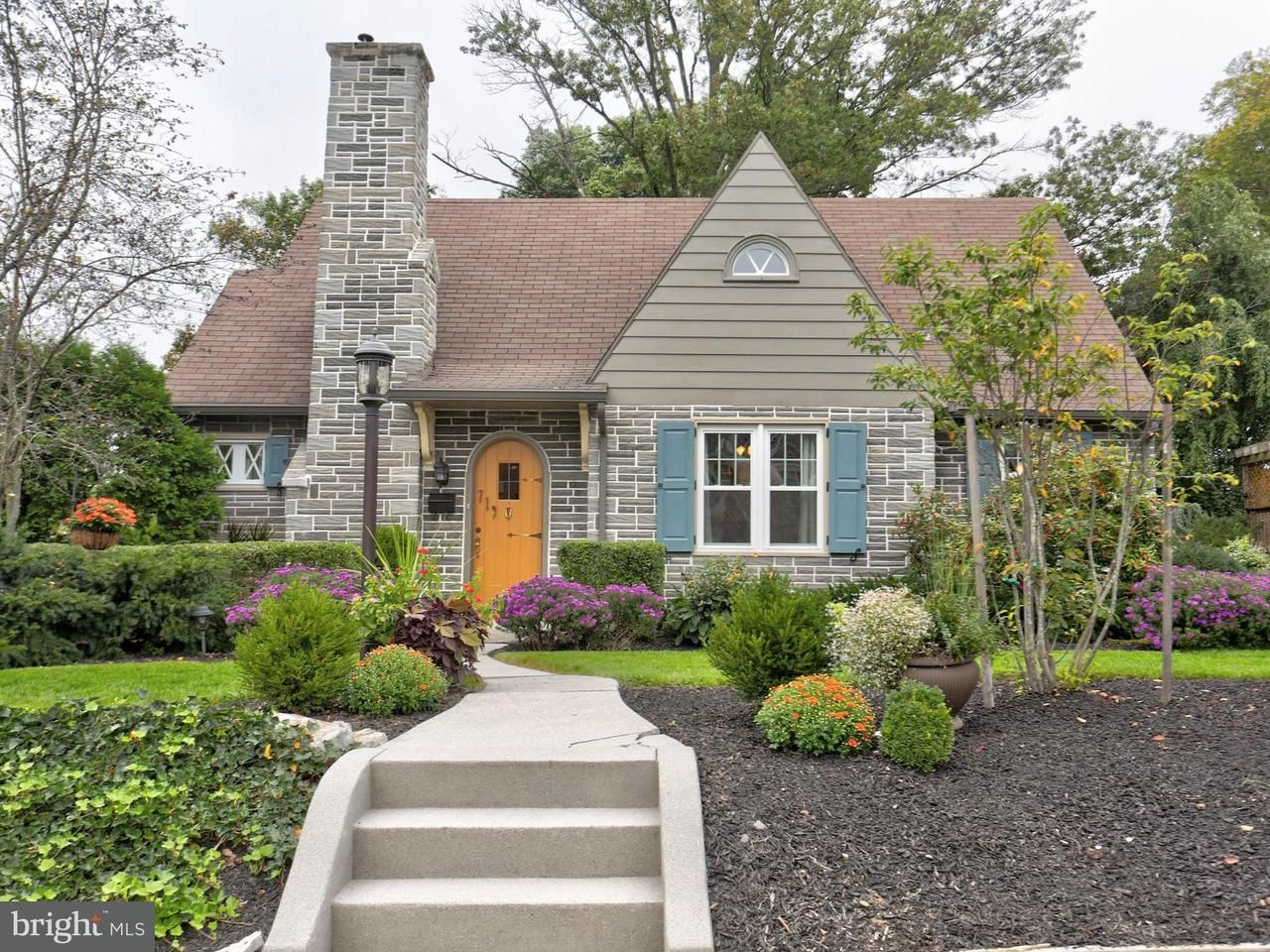 719 S Spruce St Elizabethtown Pa 17022 Mls 1000306566 Movoto Com Family House Elizabethtown Spruce