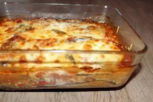 Deze aubergine lasagne is vegetarisch, maar toch vol smaak. Echt waar, deze lasagne is to die for! Hij is super populair in Italië en zonder koolhydraten. Perfect recept voor een koolhydraat arm menu!