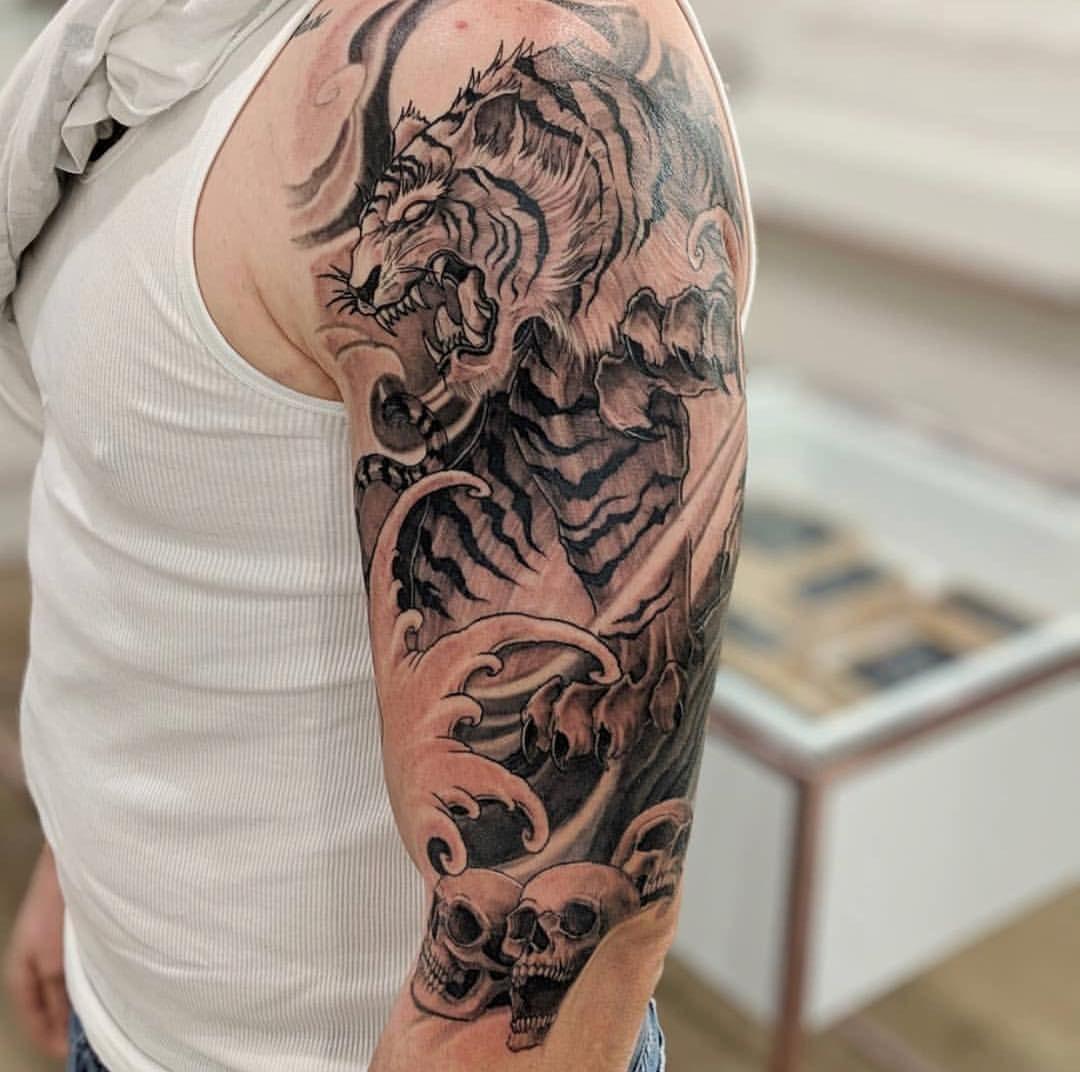 Pin By Michel On Tattoos Tiger Tattoo Sleeve Upper Arm Tattoos