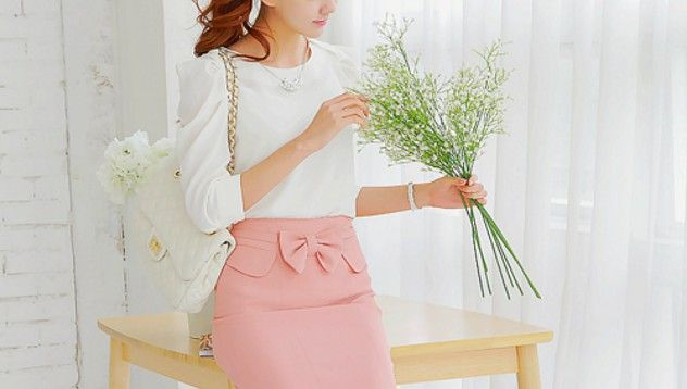 Figure-hugging pencil skirt in pink