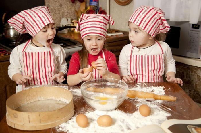 Set reposteria;  Será muy divertido preparar y hornear en familia una deliciosa merienda. Tiene bandeja de horno y moldes para las magdalenas, bandeja de horno para pan, moldes, cucharas medidoras.....   en  http://www.opirata.com/set-reposteria-p-26829.html