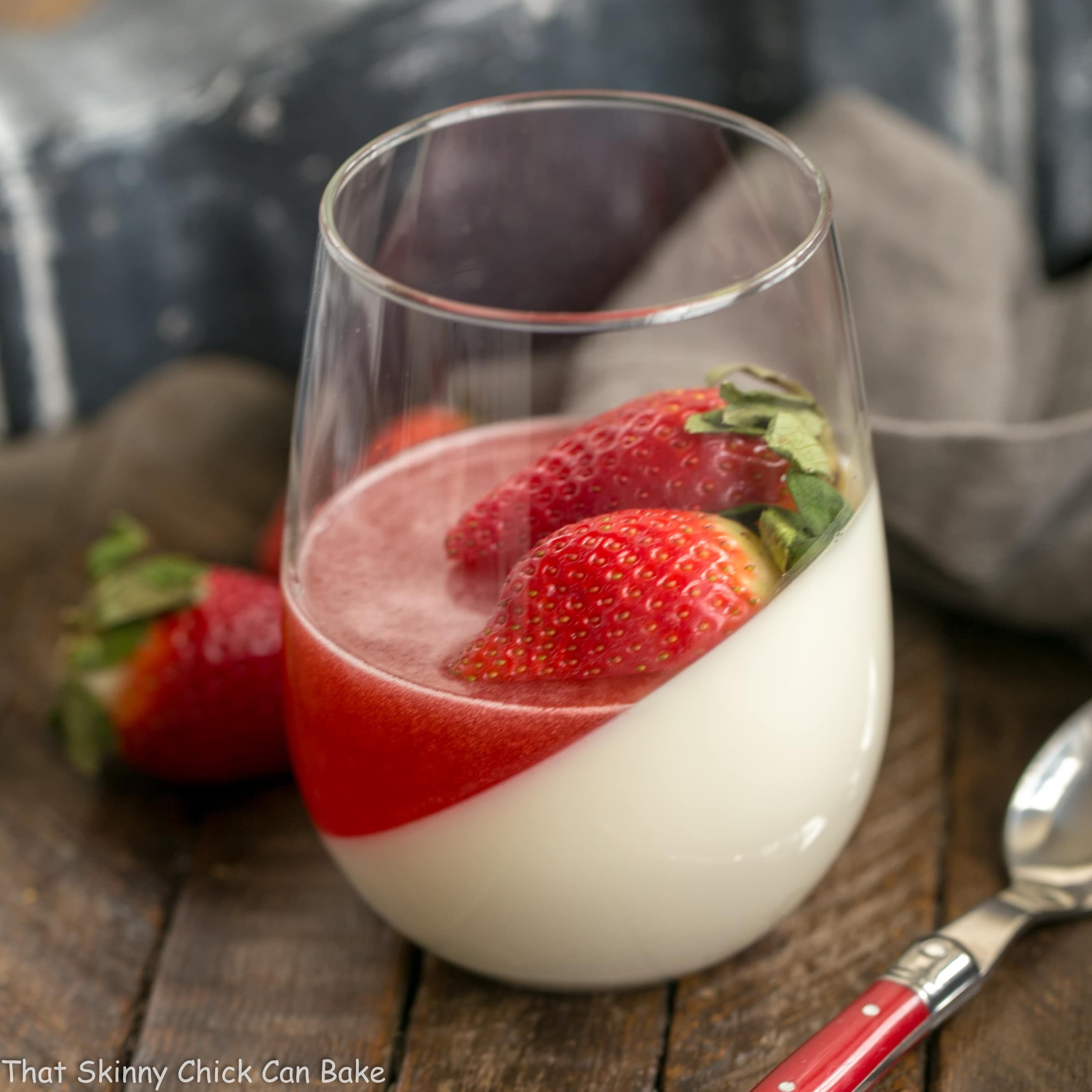 Pin By Anna Nahajewski On Desserts And Fun Treats Strawberry Panna Cotta Vanilla Panna Cotta Strawberry Panna Cotta Recipe