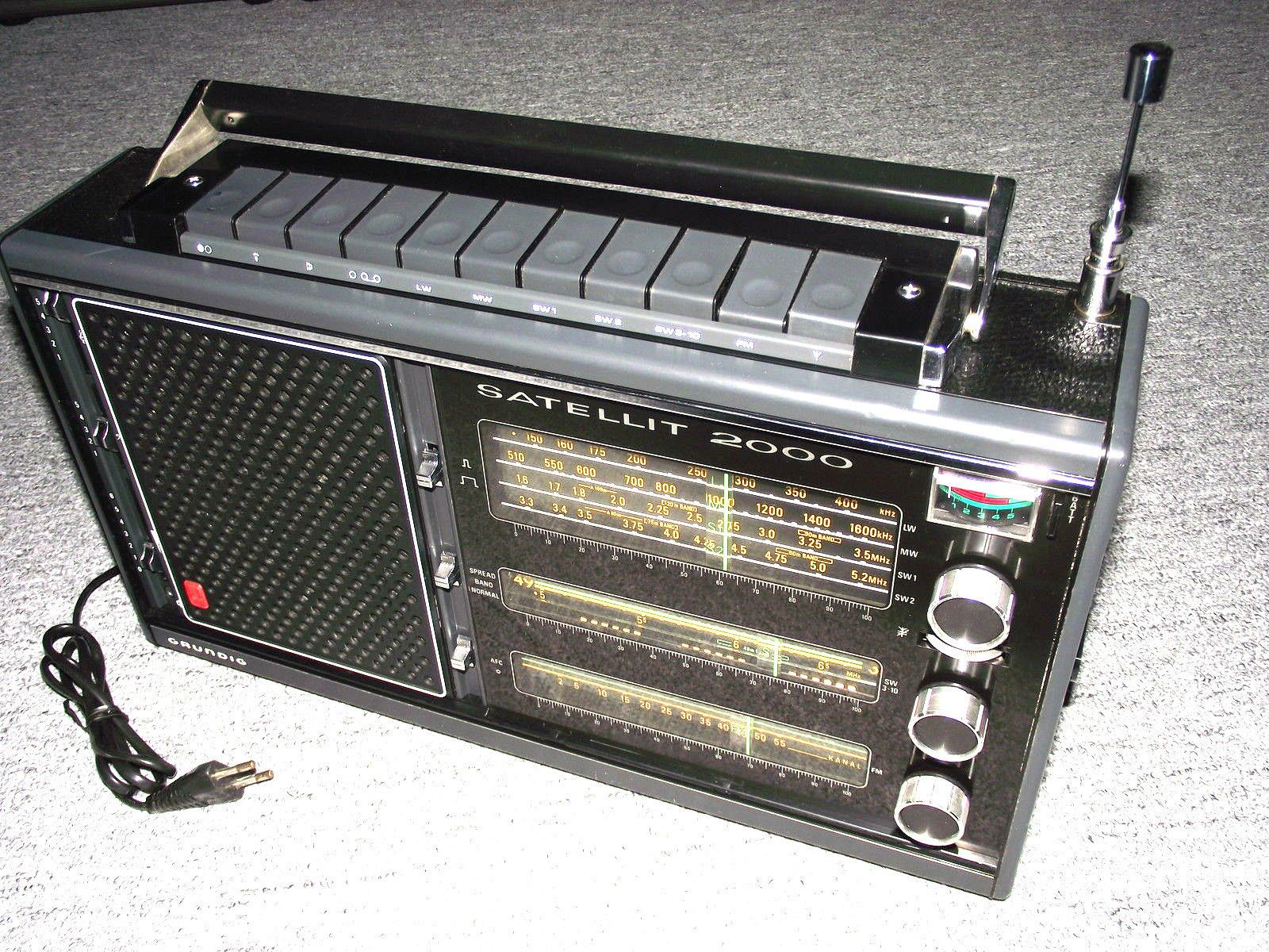 Grosser Weltempfänger Kofferadio Grundig Satellit 2000  1973 radio Spitzenklasse