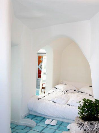 Camera da letto: stesso pavimento, letto in muratura ...