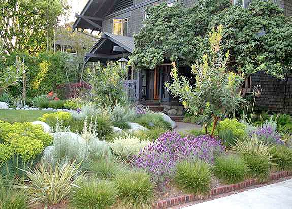 38 Homes That Turned Their Front Lawns Into Beautiful: A Frontyard Is Crafted To Match A Greene & Greene