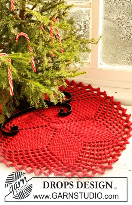 Crochet DROPS Christmas tree skirt / rug with star pattern ...