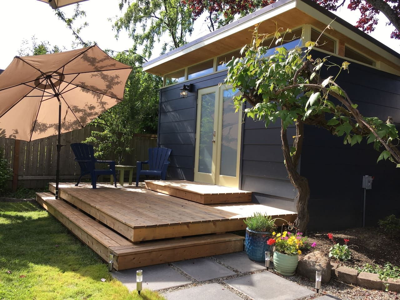 Private backyard studio in Ballard Guesthouses for Rent