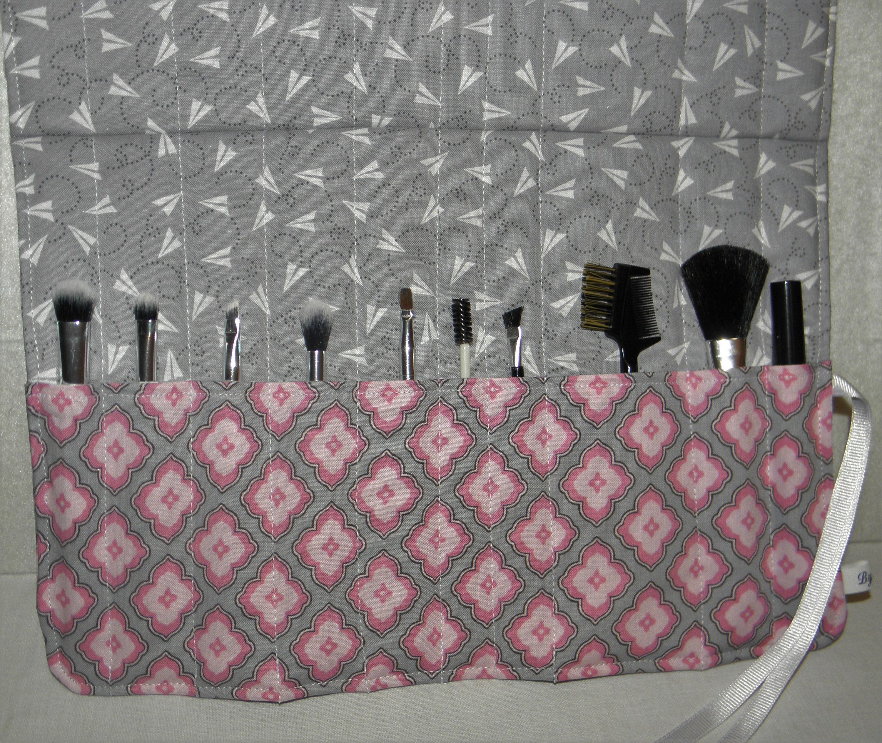 Makeup Brush Organizer, Quilted Cosmetic Travel Case, Gift