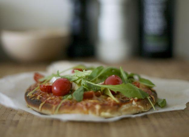 pizza with tomato-basil-garlic- mash, mozzarella, cheese, rucola and chevre! Delicious!
