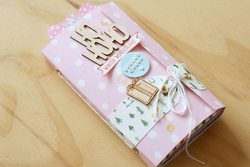 Tutorial para realizar un hermoso Minibook navideño de scrapbook por Carolina Orellana para documentar tu Navidad
