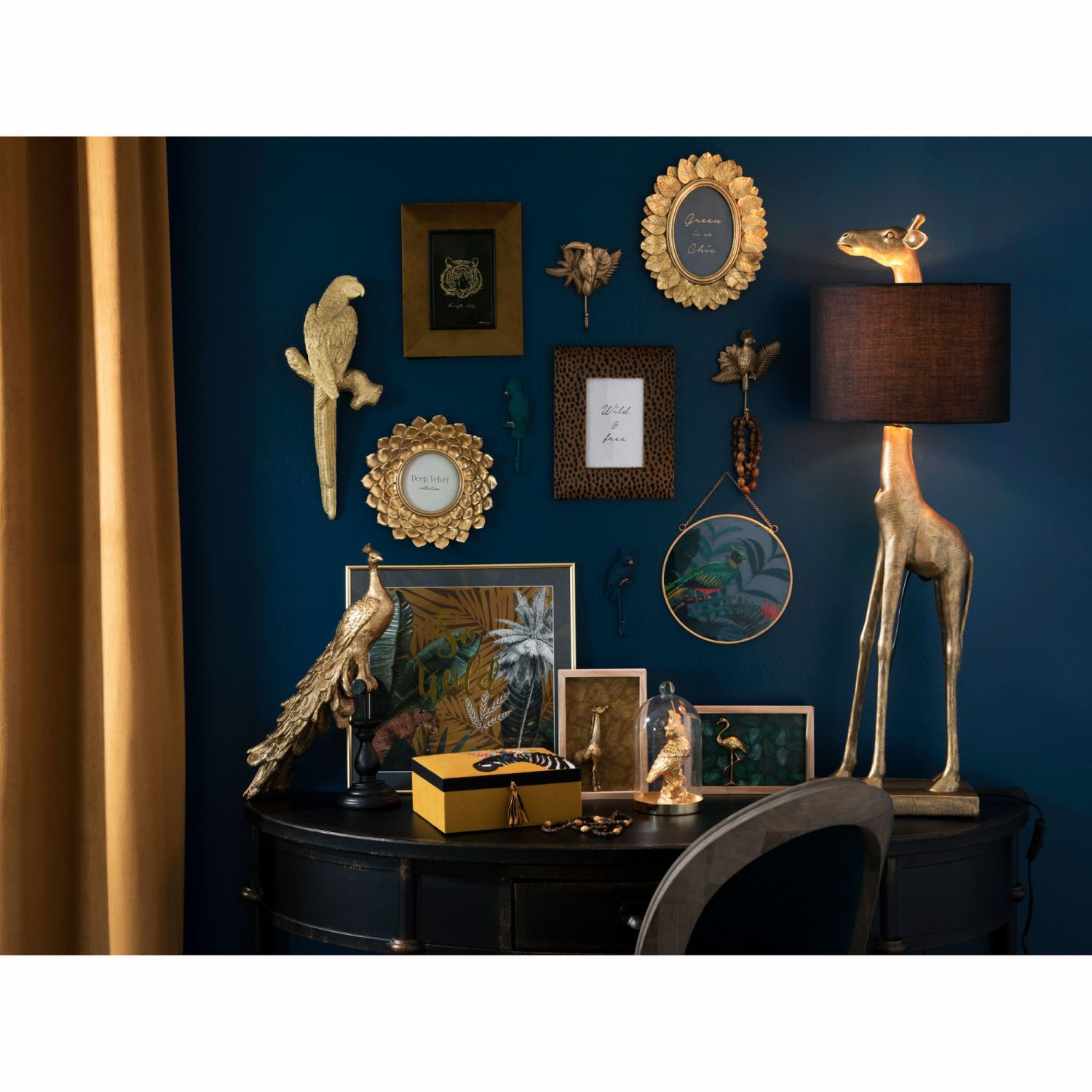 Maison Du Monde Perroquet objets déco | dark blue rooms, black decor, glamour decor