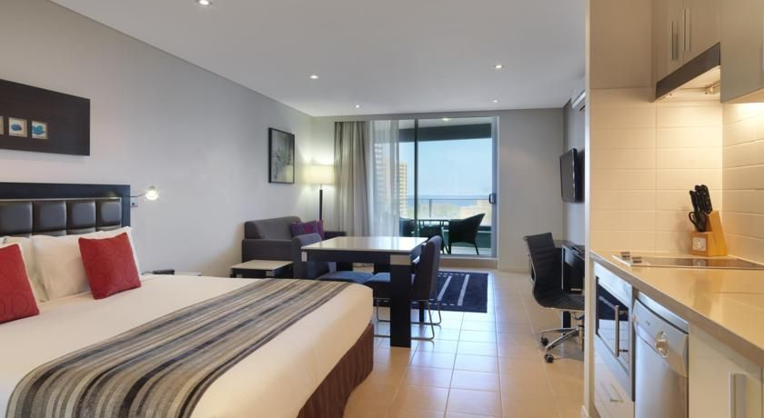 Booking.com: Meriton Serviced Apartments - Broadbeach ...