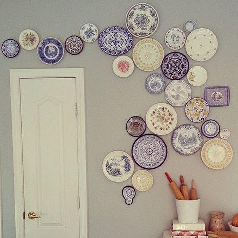 Vecchi piatti da esporre sulla parete | Parete con piatti ...