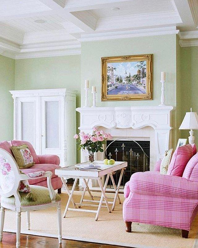 Best Ways To Redecorate With Green: 7 Best Ways To Decorate Around The TV