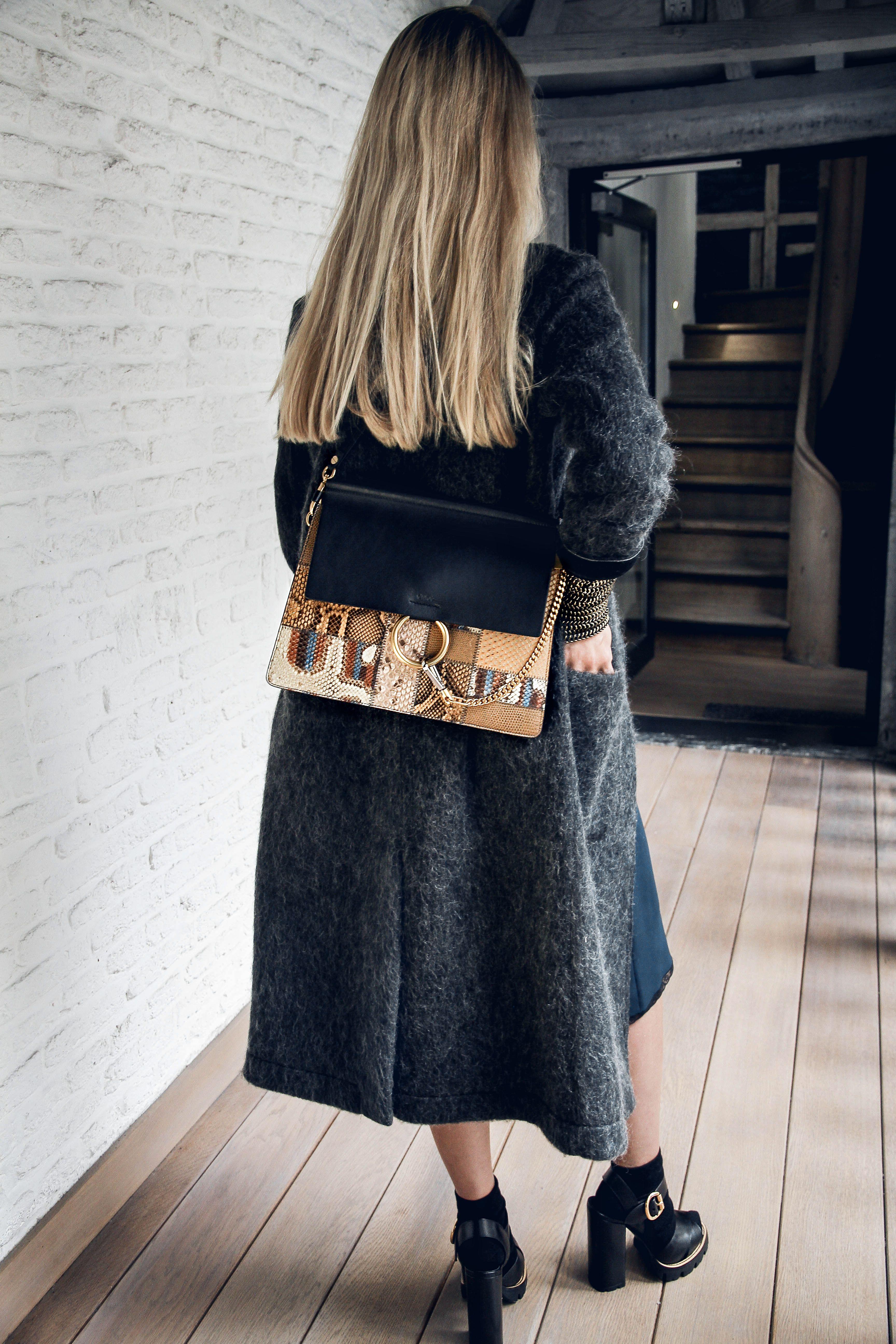 Milkywaysblueyes et le sac Chloe Faye en Patchwork python et cuir noir chez  Irina Khä de5b99e9d67