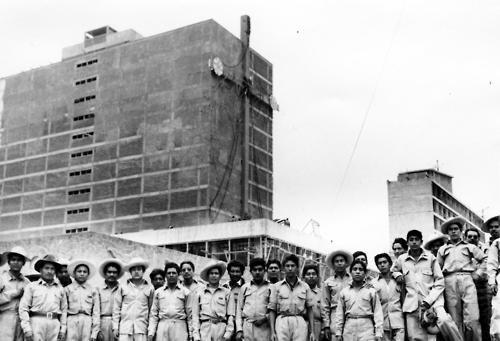 """Estoy completamente de acuerdo con la crítica venenosa que se ha hecho de este edificio en el sentido de que es """"una gringada vestida de china poblana"""" Juan O'Gorman via"""