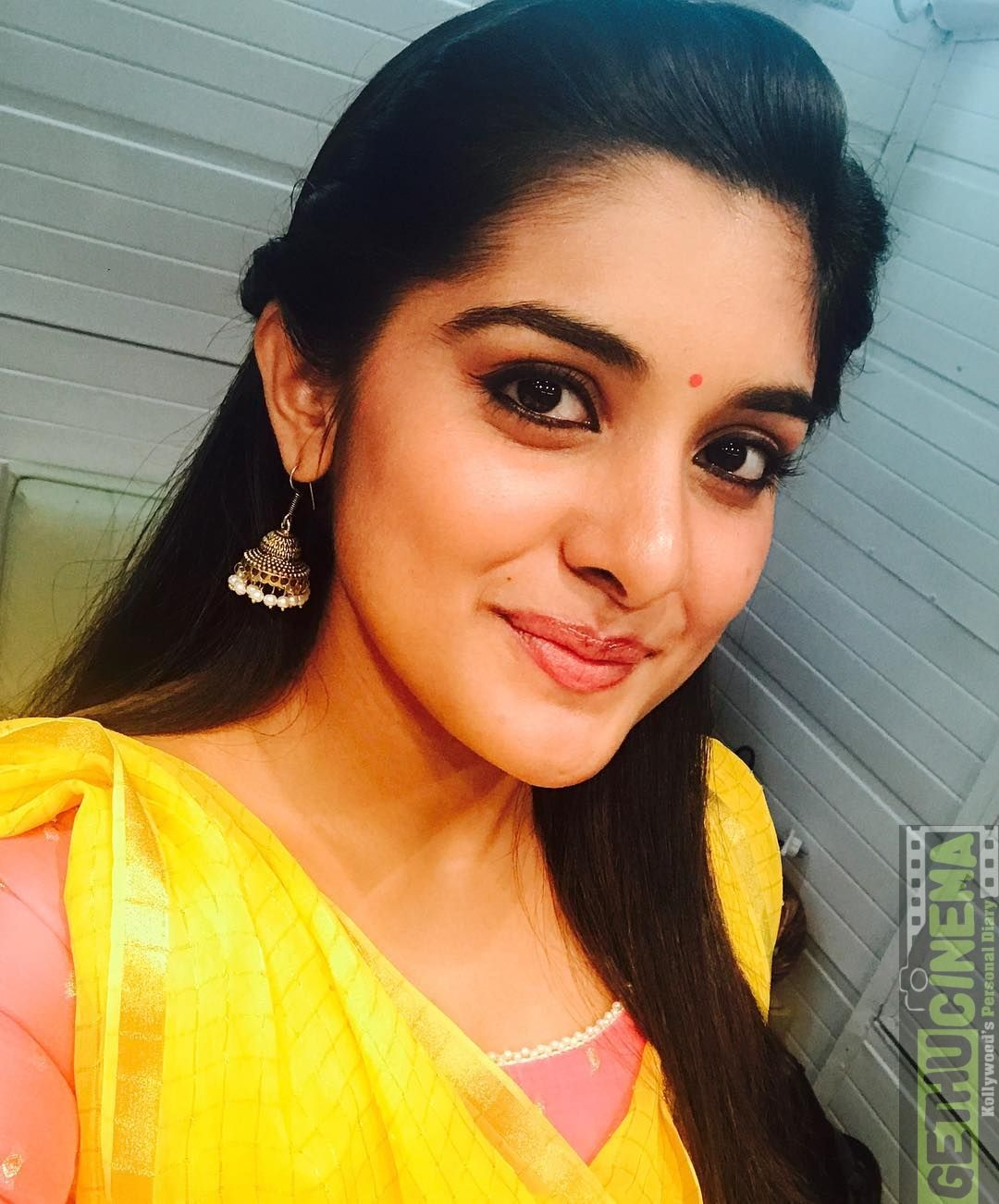 Actress Niveda Thomas aka Nivetha Thomas Cute & Latest
