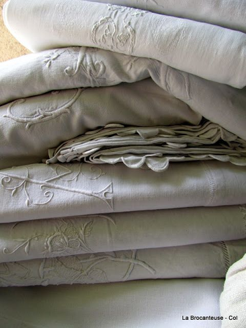 la Brocanteuse: French linen to choose from...