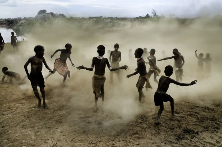 Improve Your Photography Skills with These 9 Photo Composition Tips by Steve McCurry - My Modern Met