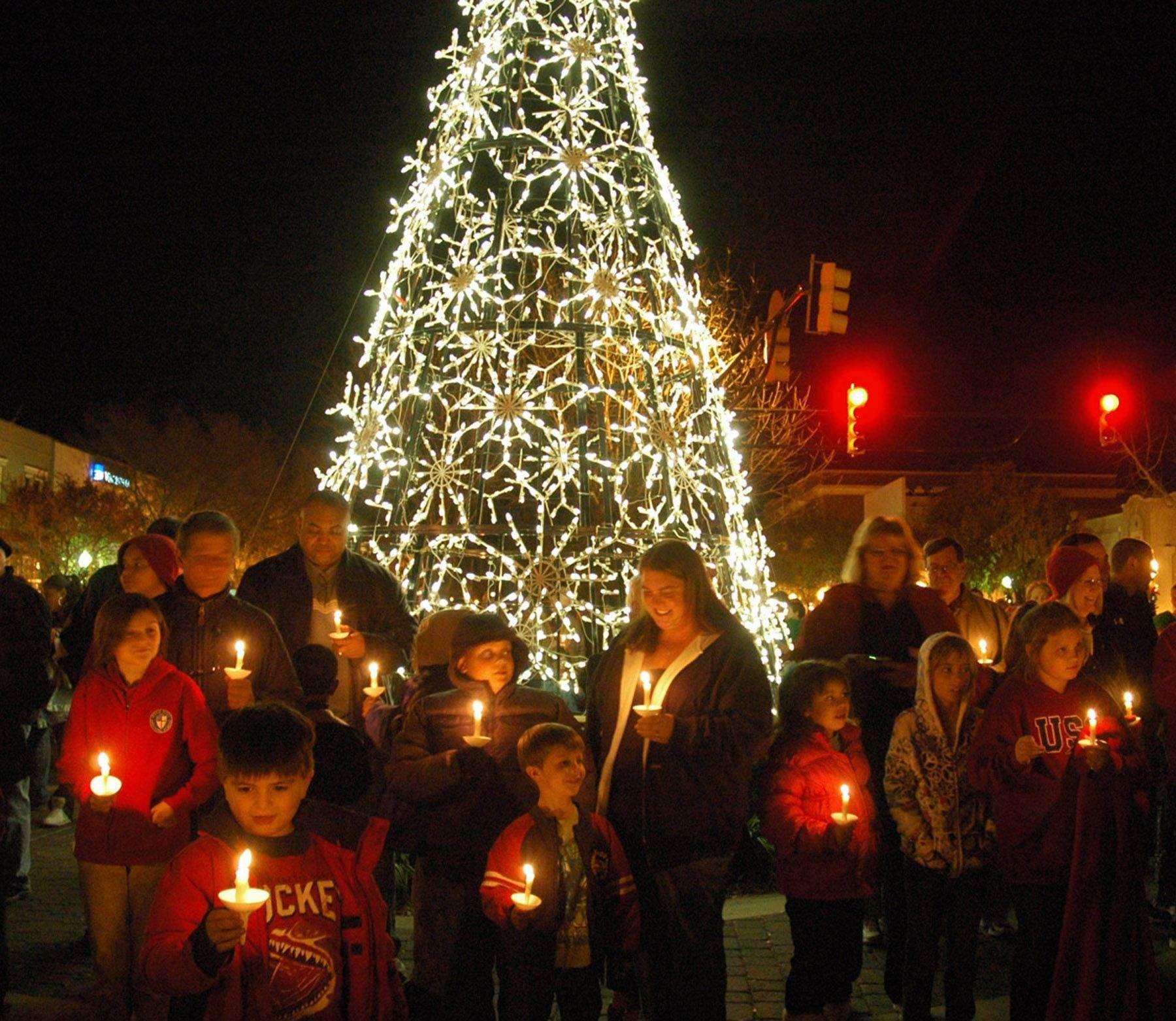 Hopeland Gardens Christmas Lights.Christmas Tree Lighting In Aiken Sc Holidays Christmas